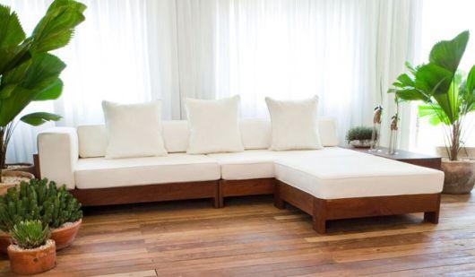 sofá branco com chaise