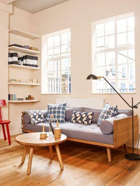 sala com móveis de madeira