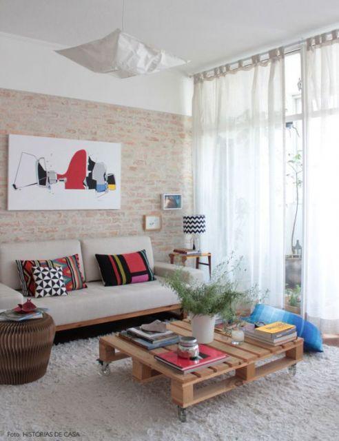 sala decorada com pallet