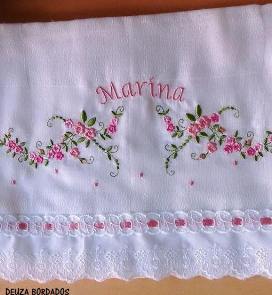 bordado com nome e flores