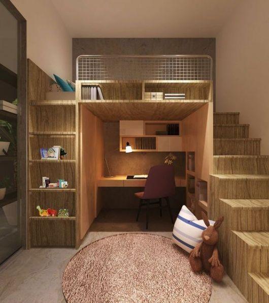 Beliche com escada, escrivaninha e prateleiras.