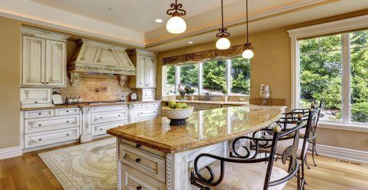 Modelo de cozinha nude com pedra de marmore.