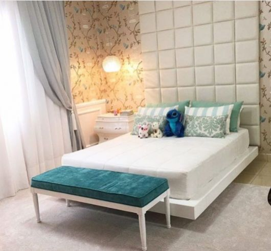 cama suspensa branca