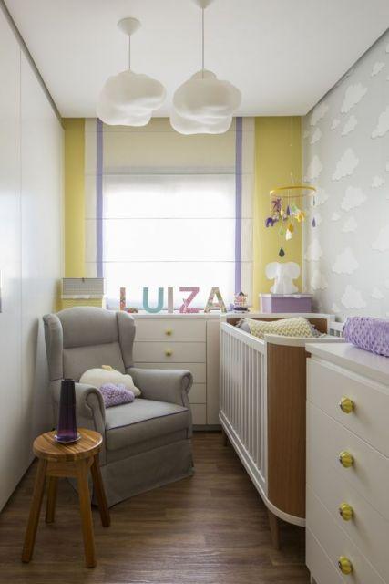 quarto lilás e amarelo