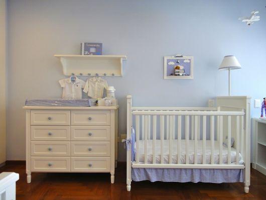 quarto simples azul e branco