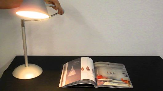 luminária para leitura articulável