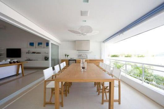 mesa para varanda gourmet de madeira