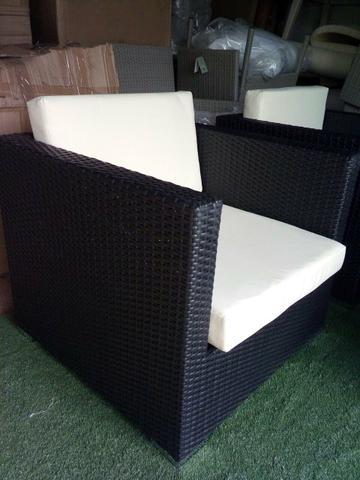 poltronas de vime quadrada com almofada