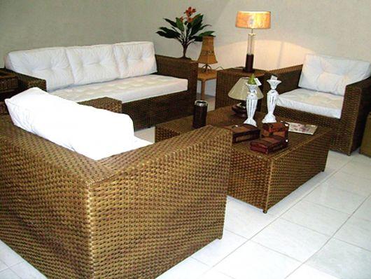poltronas de vime com sofá na sala