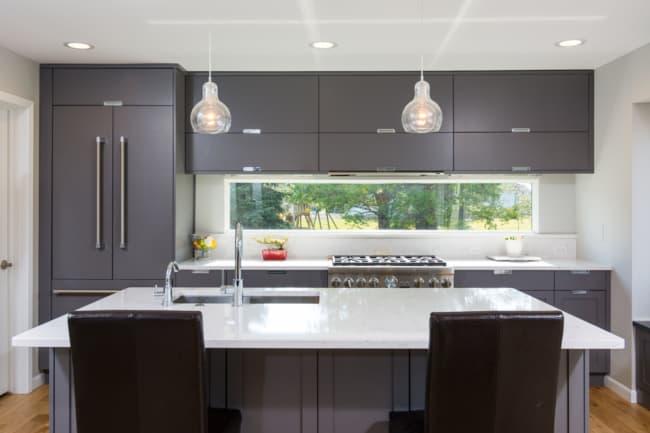 Medidas ideais para cozinha com janela na mesma parede que os armários aéreos