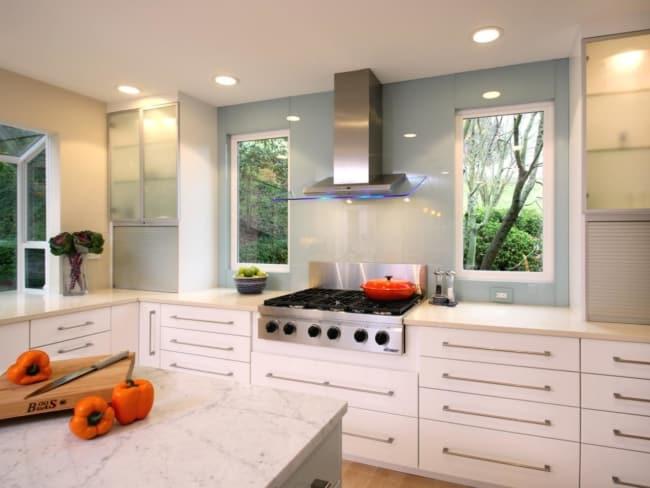Modelos de janelas de vidro para cozinha branca