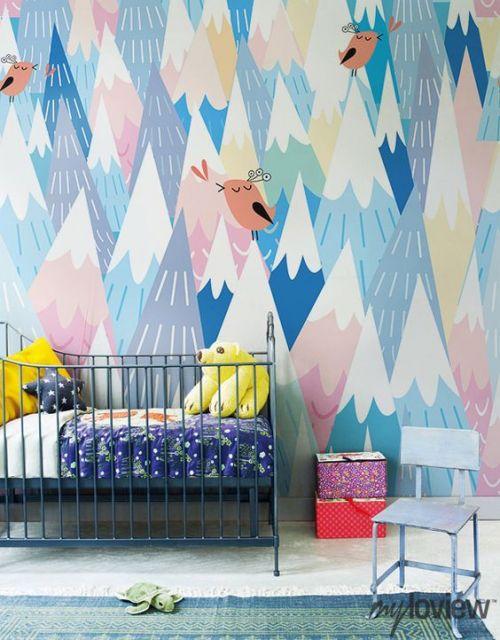Papel de parede para quarto infantil com montanhas abstratas.