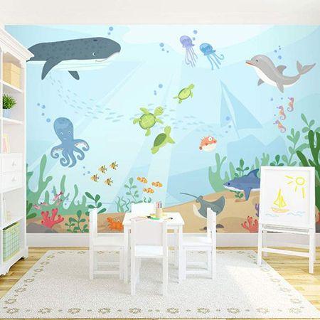 Papel de parede imitando o fundo do mar, com vários animais.