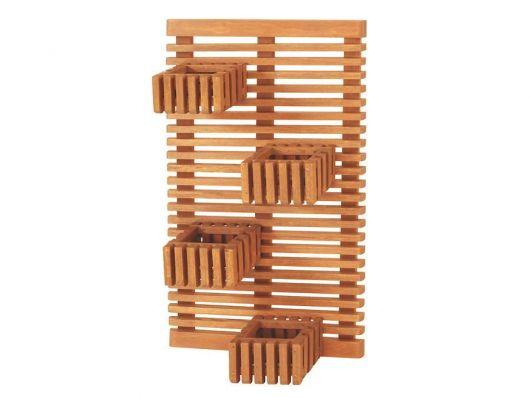 Modelo de vaso de madeira para parede com detalhes de madeira vazada.
