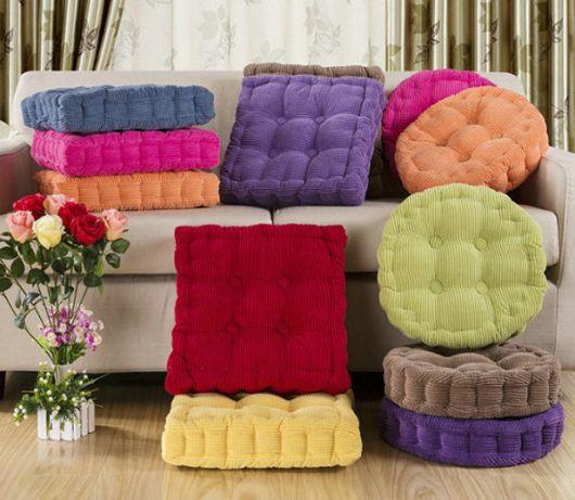 Almofadas coloridas.