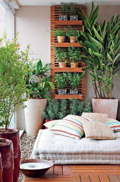 Decoração de varanda com almofada futon.