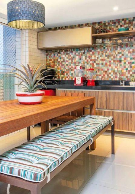 Almofada futon na cozinha.