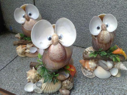 Bonecos com conchas de caramujo.