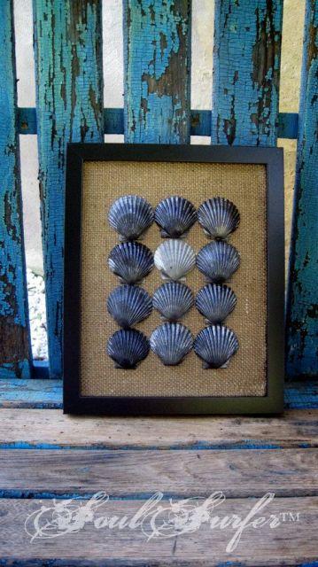 Quadro decorativo feito com conchas.