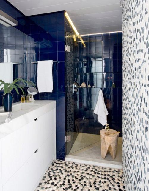 azulejo azul marinho banheiro