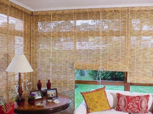 sala com cortina de bambu