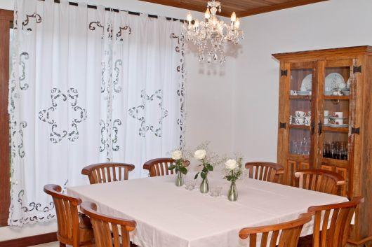cortina com bordado richelieu