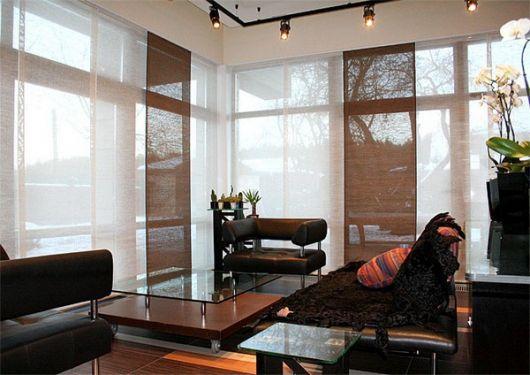 cortinas japonesas em sala de estar