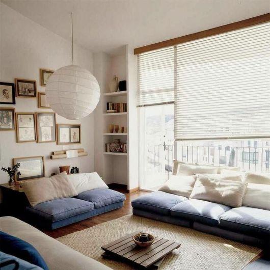cortinas japonesas brancas em sala oriental