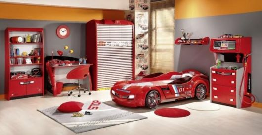 decoração de quarto masculino vermelho