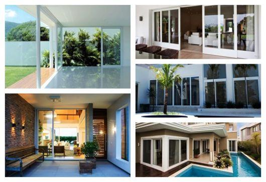 Montagem com cinco fotos diferentes de casas com esquadria de PVC.