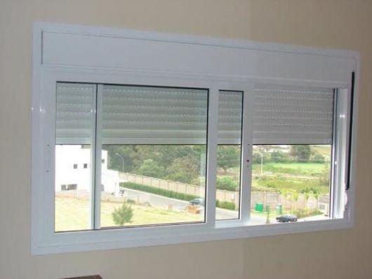Foto de uma janela simples feita com esquadria de PVC.