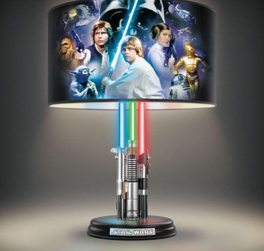 Abajur Star Wars com cúpula estampada.