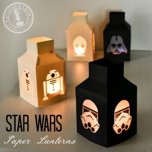 Luminárias Star Wars em bege e preto.