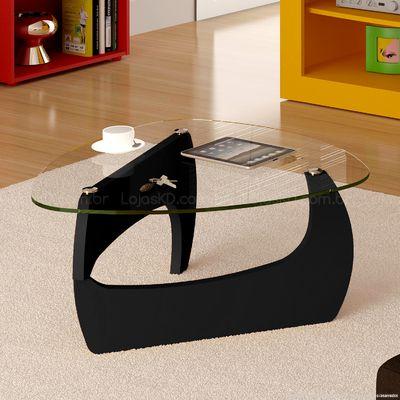 Mesa de centro com base preta e tampo de vidro.