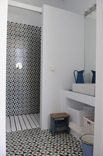 banheiro com ladrilho hidráulico