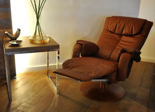 modelo em couro reclinável