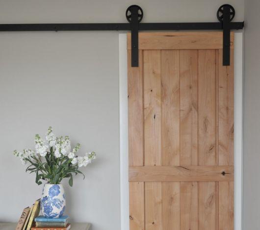 Porta de correr para banheiro 30 modelos inspira es for Ikea barn door hardware