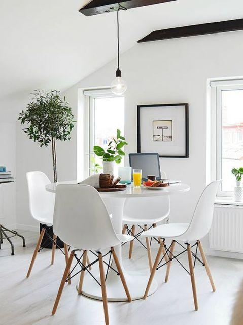 Quadro minimalista na sala de jantar.