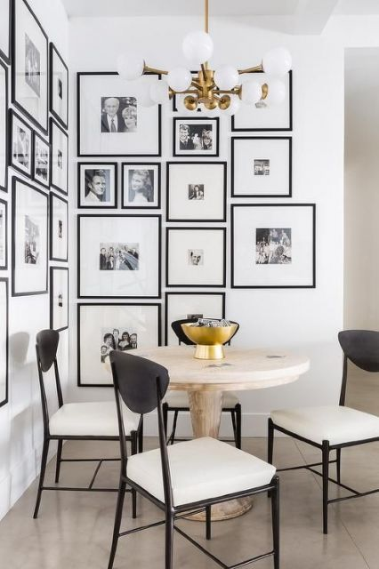 Diversos quadros brancos minimalistas.