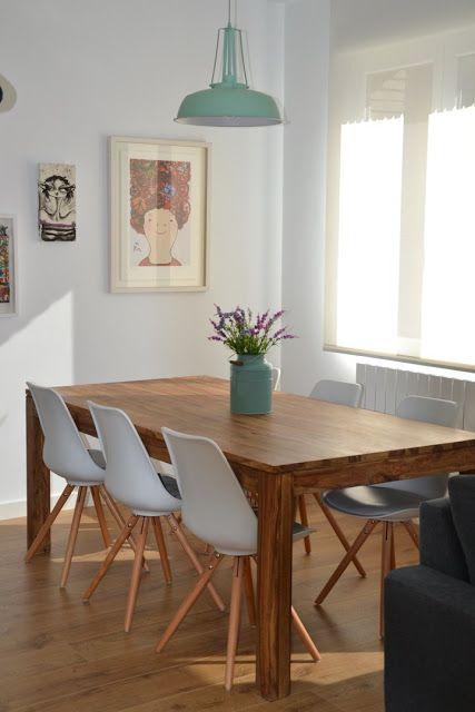 Quadro minimalista em sala de jantar.