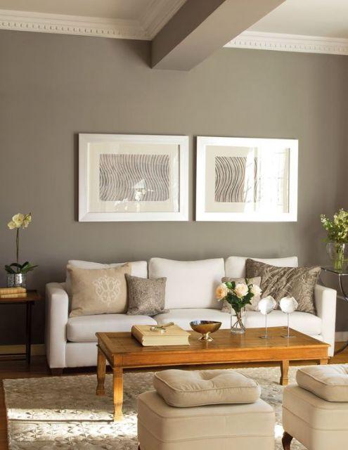 Dois quadros minimalistas combinando com a decoração neutra.