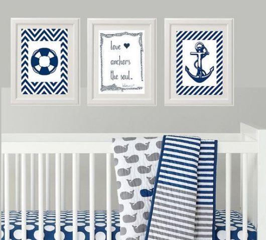quarto de bebê marinheiro com quadros
