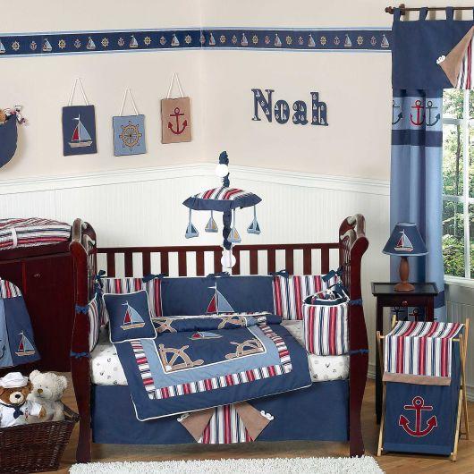 quarto de bebê marinheiro com detalhes na parede