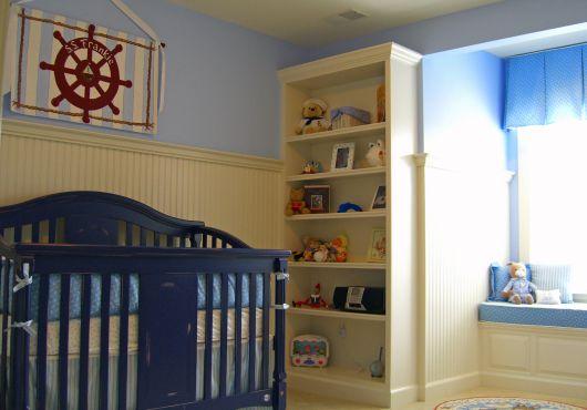 quarto de bebê marinheiro com estante