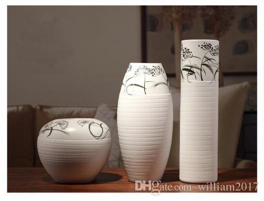 Vaso de cerâmica na sala.