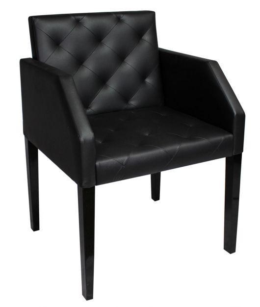 Poltrona caitone estilo cadeira na cor preta.