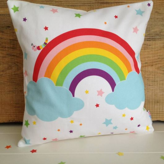 almofada infantil arco iris