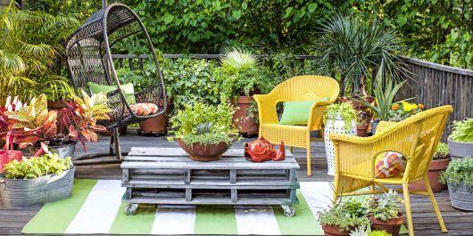 decoração com plantas com jardim com mesas