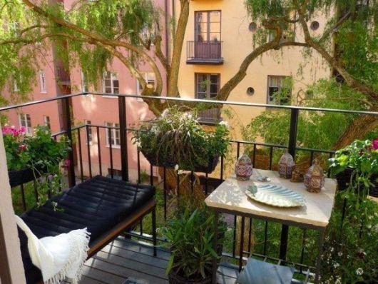 decoração com plantas na varanda de apartamento