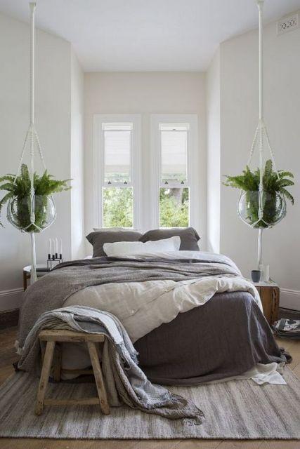 decoração com plantas suspensas na cama